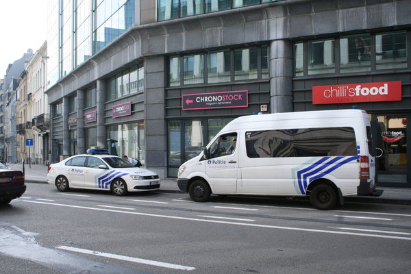 [Picture: Belgian police cars in front of UK Repressentation to te EU, Brussels]