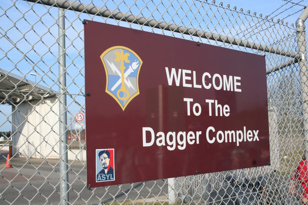 [Foto: Welcome to the Dagger Complex Edward Snowden]