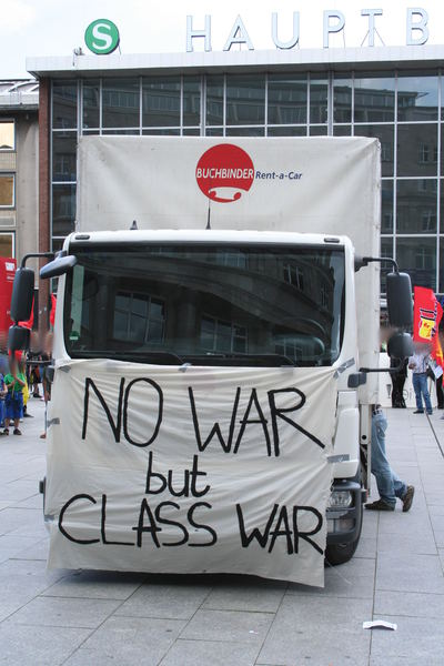 [Foto: 8298-no-war-but-class-war.jpg]