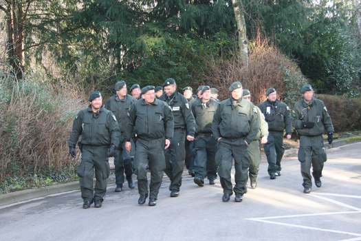 [Foto: Couple of police men in body armor]